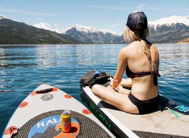 少女とボート