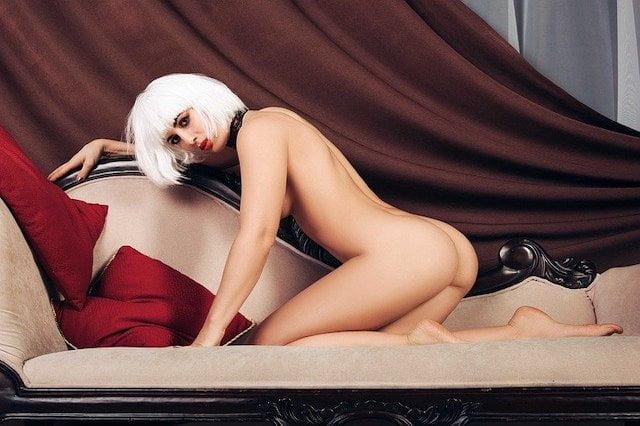 白髪の女性